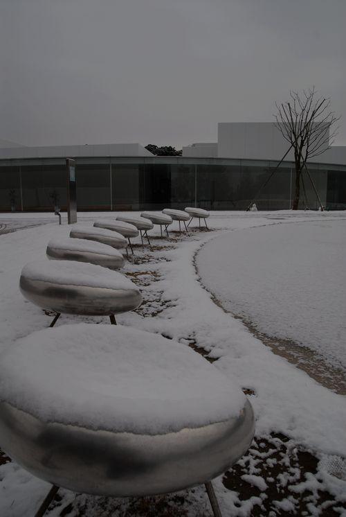 雪の金沢21世紀美術館1.jpg