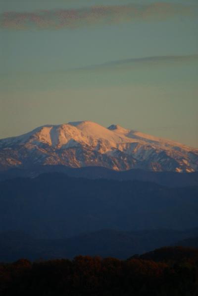 夕日を浴びた白山.jpg
